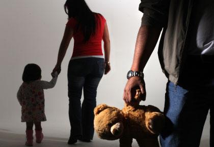 viven separados, a la madre toca el cuidado personal de los hijos