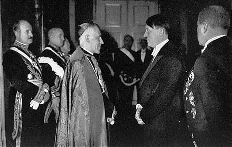 ¿Iglesia Catolica de la mano del fascismo? Pio-xii-e-hitler5
