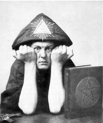 Aleister_Crowley_1310