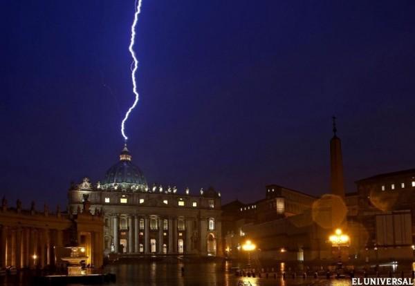 Illuminati La Conspiración del Anticristo  Parte 2 y 3 HDRip Rayo-vaticano-luzbell-zeus-satanas-benedictoxvi-ordendemalta-jesuitas-papanegro-rayo-600x414