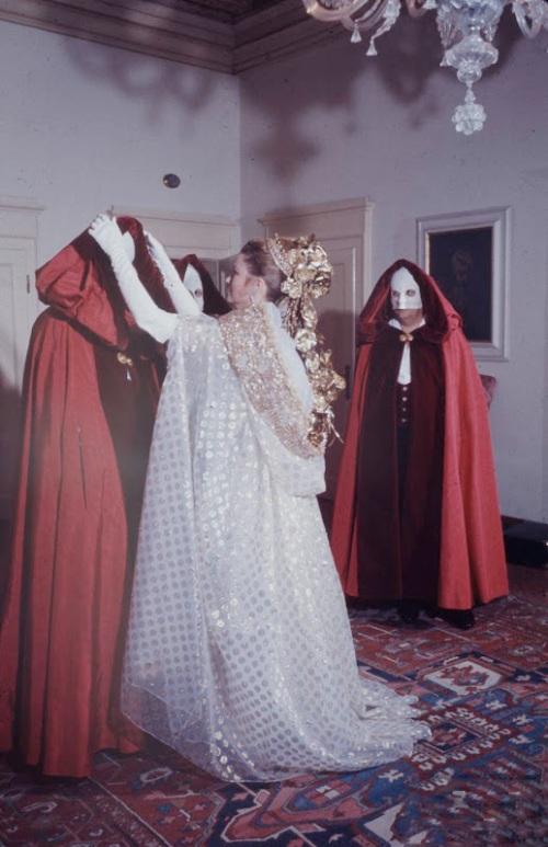 princess_Grace_Kelly_masquerade_ball_palazzo_Rezzonico_Venice_1966_fashionhorrors_2